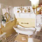 Miniatúra kúpeľne v domčeku pre bábiky.