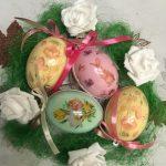 veľkonočné vajíčka s kvetinovými a zvieracími motívmi