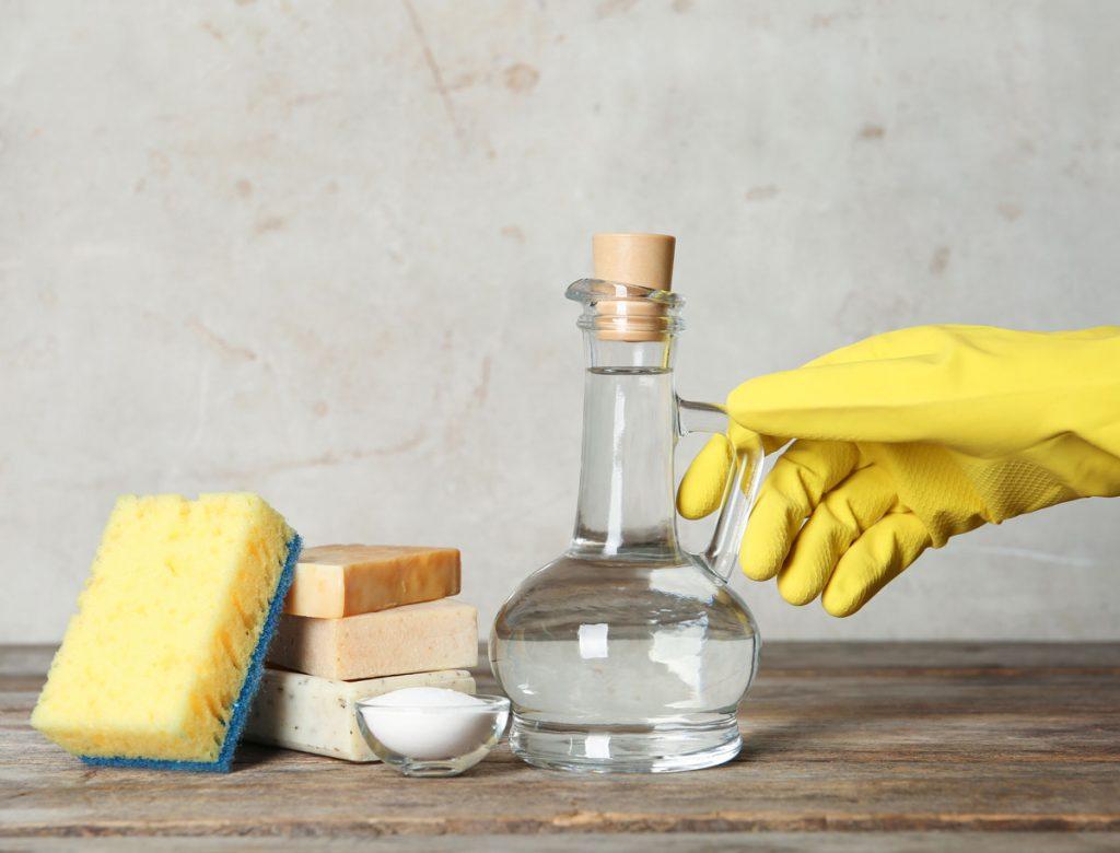 Čistenie domácnosti pomocou octu.