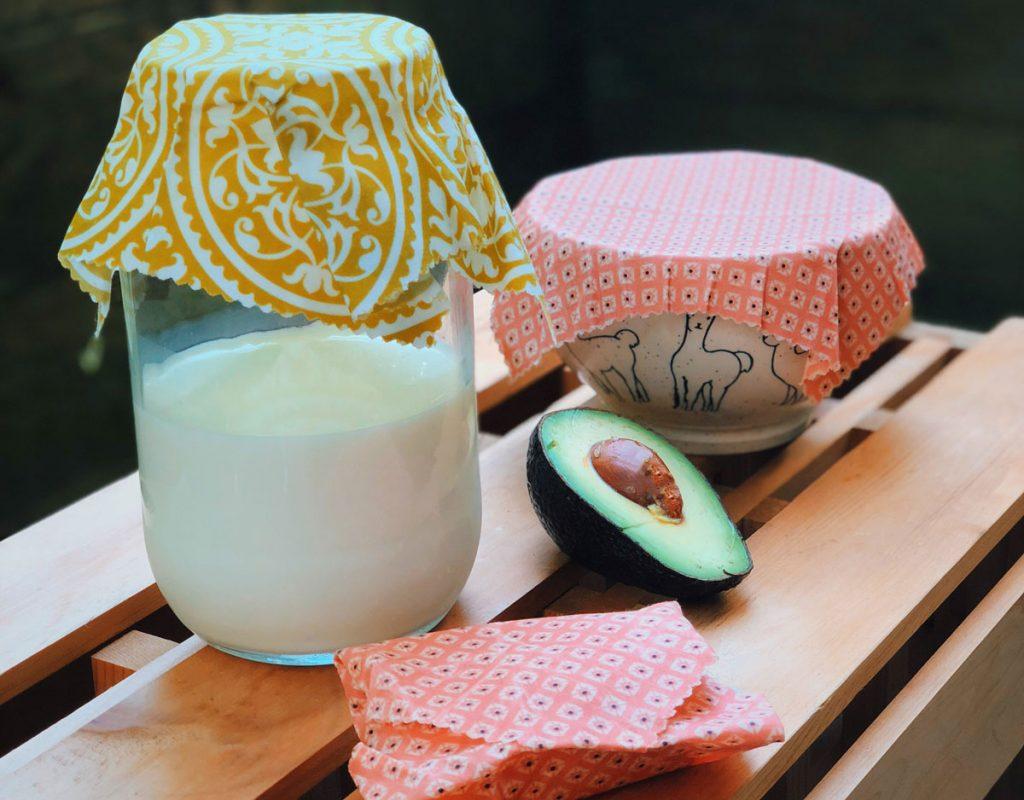 Voskové obaly sú EKO náhradou za potravinársku fóliu. Vyrobte si ich doma!