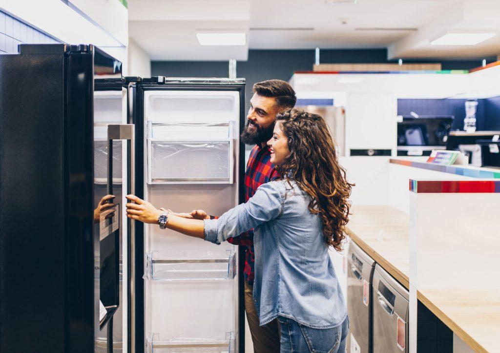 Vyberáme voľne stojacu chladničku a mrazničku. Na čo si dať pozor a čo ponúka trh?