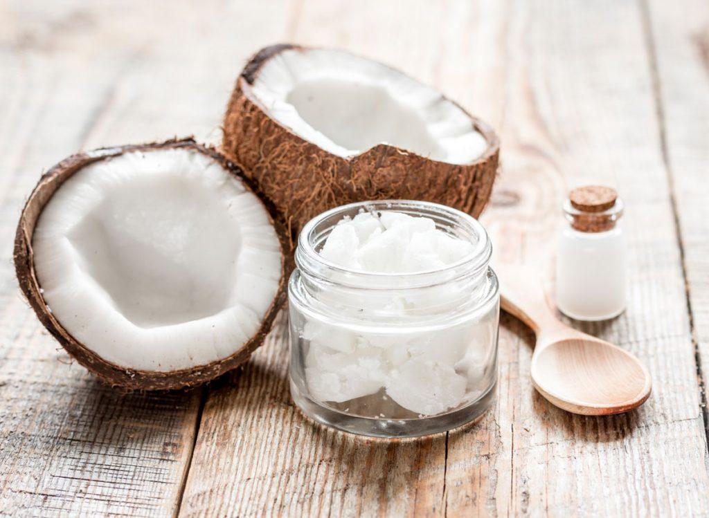 11 situácií v domácnosti, s ktorými si poradí kokosový olej (video)