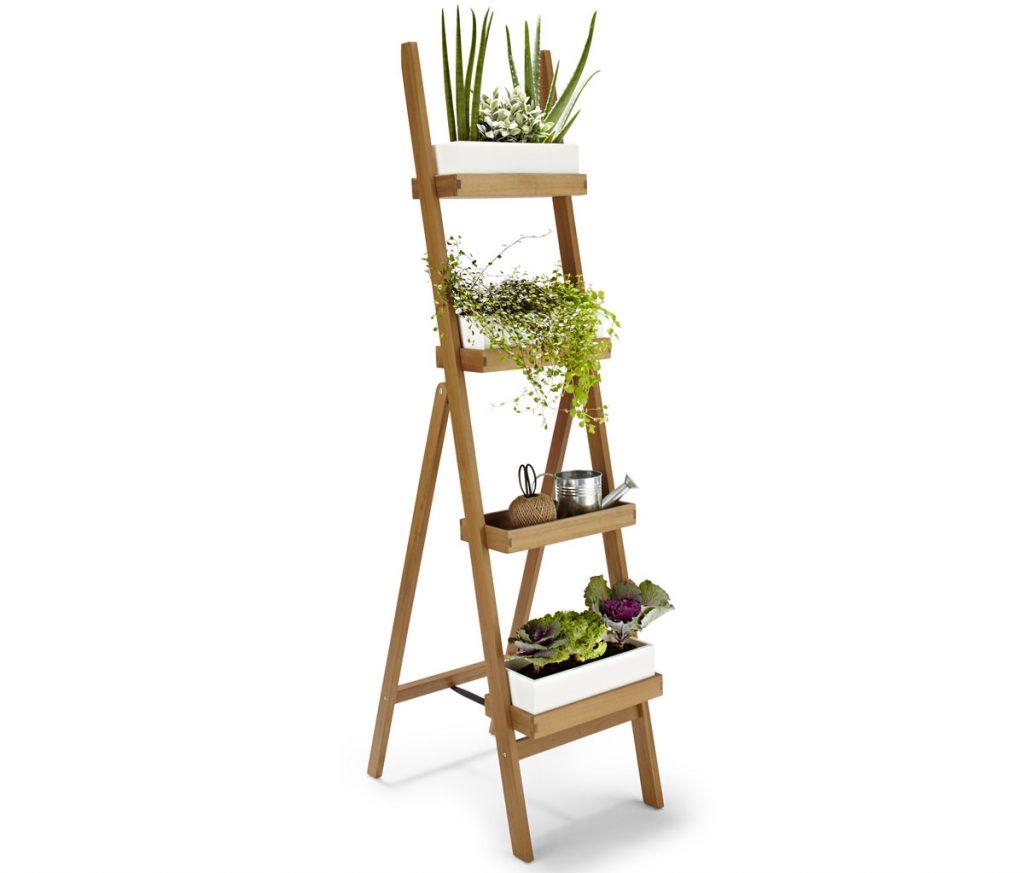 drevený rebrík na rastliny