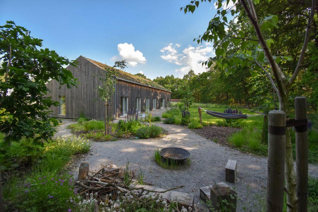 Láska k prírode a snaha o ohľaduplnosť k prostrediu vyústila do záhrady s hygge filozofiou