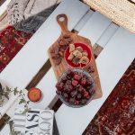 paletový stolík s dreveným lopárikom s ovocím