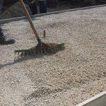 kladenie betónových platní na štrkové lôžko: Ložná vrstva