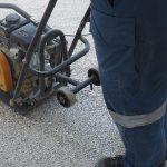 kladenie betónových platní na štrkové lôžko: Predvibrovanie ložnej vrstvy