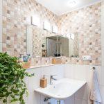 Kúpeľňa s béžovým obkladom