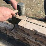 stavba betónového plota: Gumové kladivo