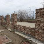 stavba betónového plota: Lepenie ďalších radov