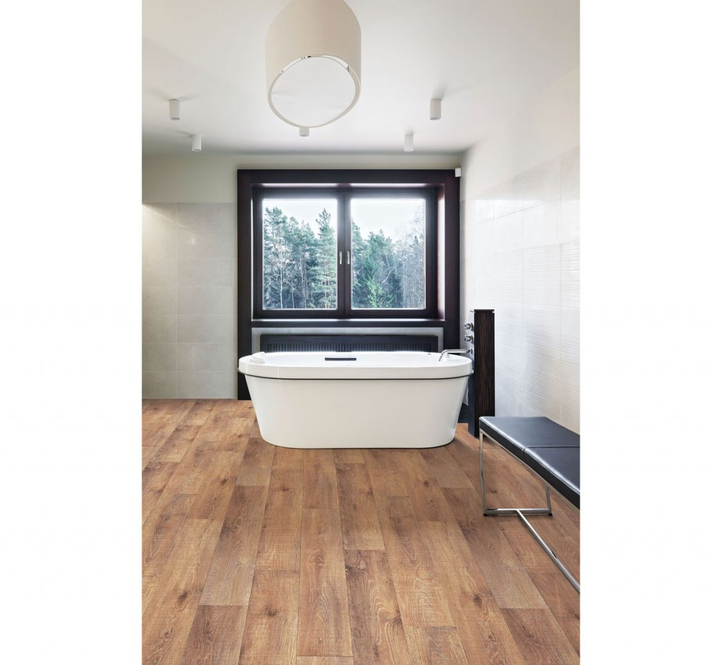 vinylová podlaha v kúpeľni v imitácii dreva