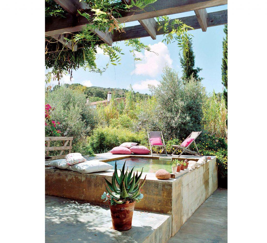 Záhrada s nadzemným bazénom