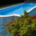 bazén so spevnenou plochou z vinylových dielcov