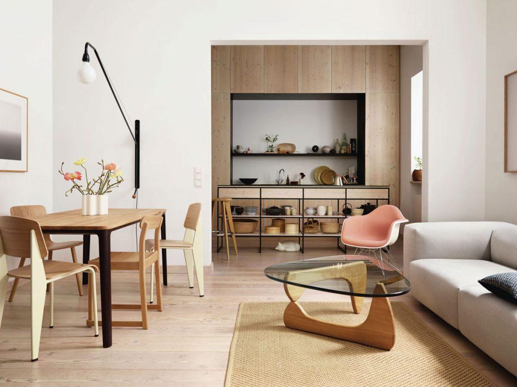 Otvorený priestor obývačky s jedálňou