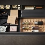 Kuchynská zásuvka s vnútorným organizérom