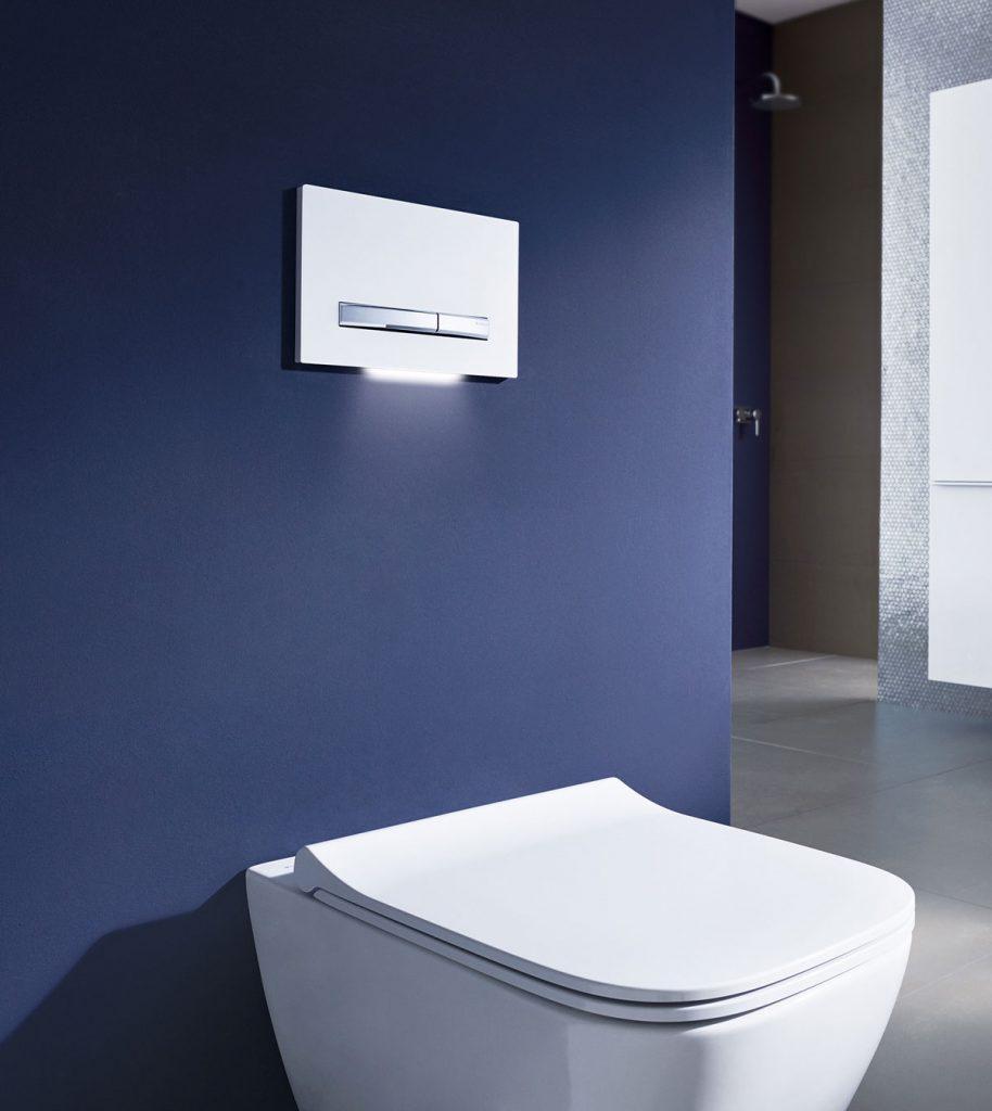 Systém Geberit DuoFresh s orientačným podsvietením na odsávanie nepríjemnéno zápachu z WC