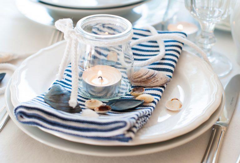 Spojte hravé pásiky so sviežou modrou a stolovanie v námorníckom štýle je na svete!