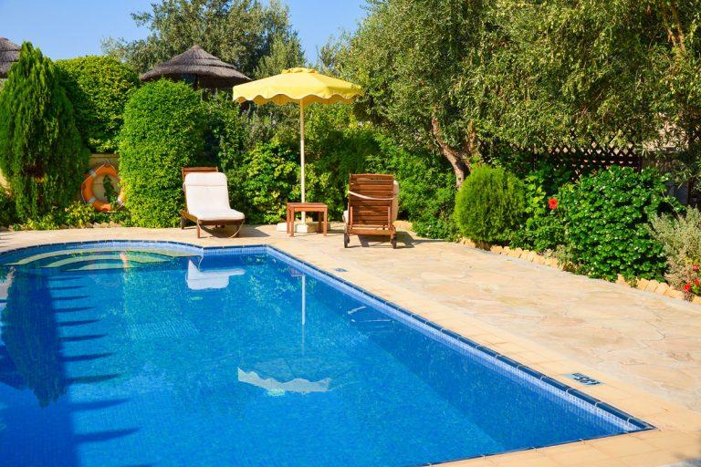Bazén sa zmestí aj do malej záhrady. Stačí vedieť, aký si zvoliť