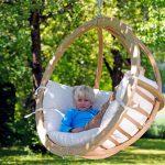 drevené závesné kreslo pre deti vhodné do záhrady