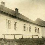 Pohľad na faru v Beluji z 30. rokov minulého storočia