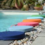 farebné vankúše vhodné ako podsedáky do záhrady a k bazénu, aj na hru