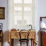 Pracovný kút v hosťovskej izbe z 19. storočia na belujskej evanjelickej fare