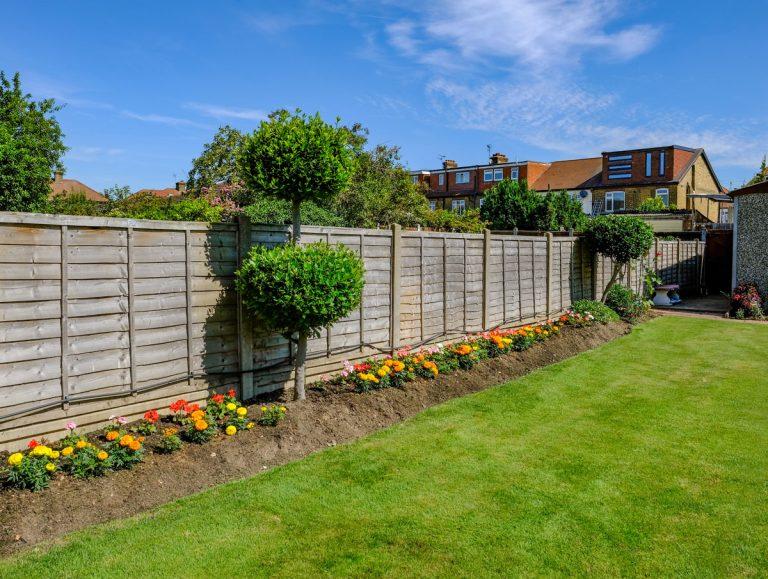 Ako zakryť betónový plot?