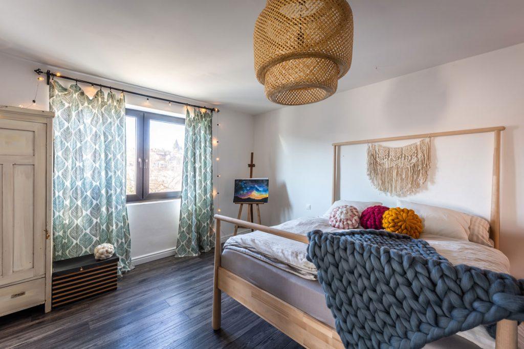 5 podôb spálne (seriál): Spálňa, v ktorej sa staré perfektne dopĺňa so súčasným