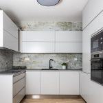 sivý kuchynský kút vo vzorovom byte v Kolískach
