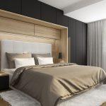 Návrh spálne s hlbokými skriňami, ktoré rámujú posteľ s vysokým čelom