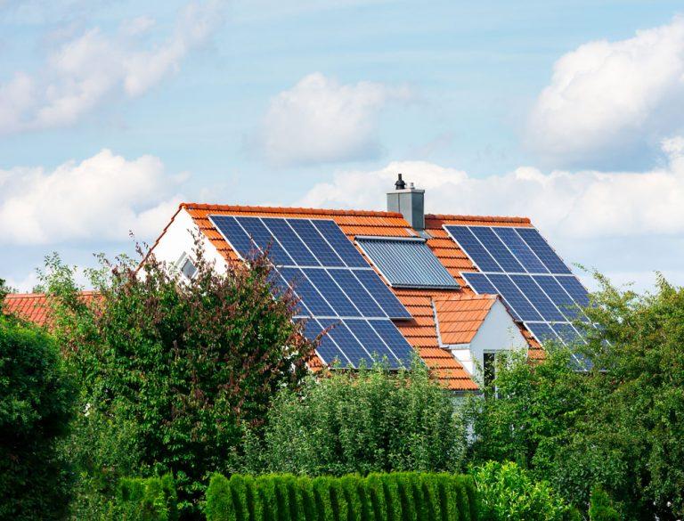 Čo by ste mali vedieť o fotovoltike a solárnych paneloch