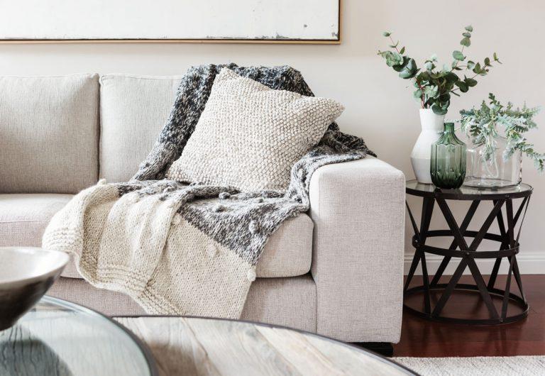 Viete, na čom sedíte či v čom spávate? Zorientujte sa vo svete textilných materiálov