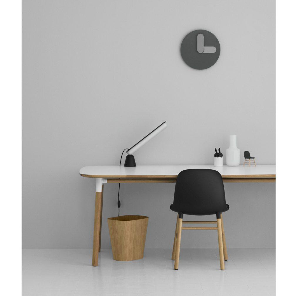 Bold Wall Clock od dizajnéra Jonasa Wagella, minimalistické nástenné hodiny s robustnými ručičkami