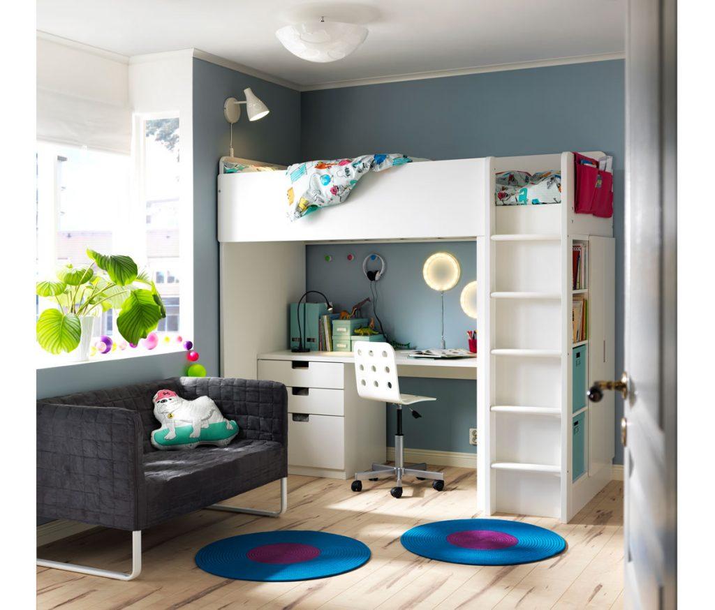 Izba pre tínedžera: izba s pracovným kútikom pod poschodovou posteľou