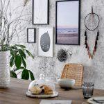 Interiér so štruktúrovanou sivou maľovkou