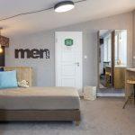 Chlapčenská izba v industriálnom štýle a neutrálnych farbách, navrhnutá tak, aby porástla spolu s deťmi