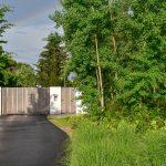 Drevená vstupná brána do domu.