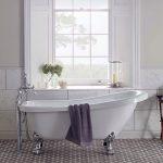 Kúpeľňa s vintage vaňou na nožičkách