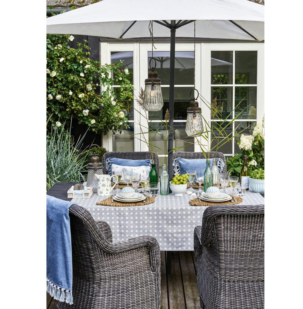 Stolovanie na záhradnej terase