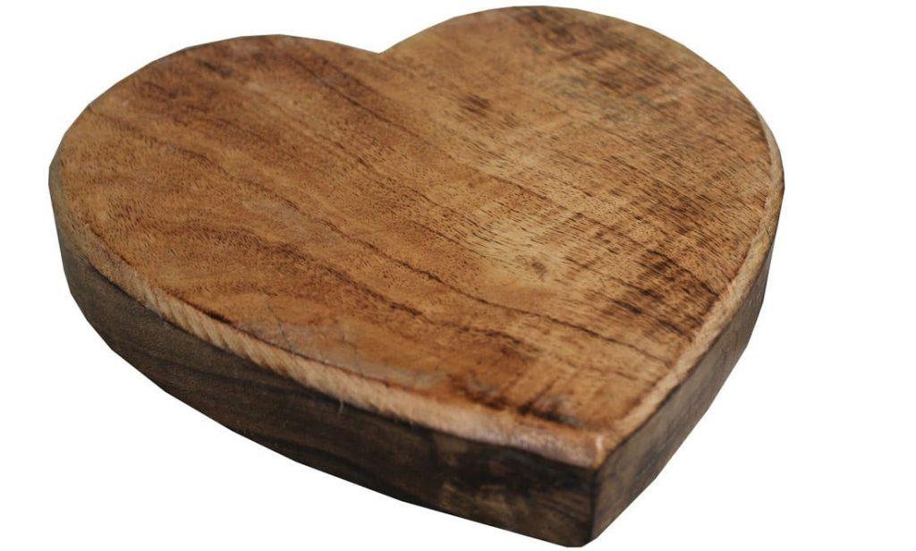 drevená podložka pod hrniec v tvare srdca