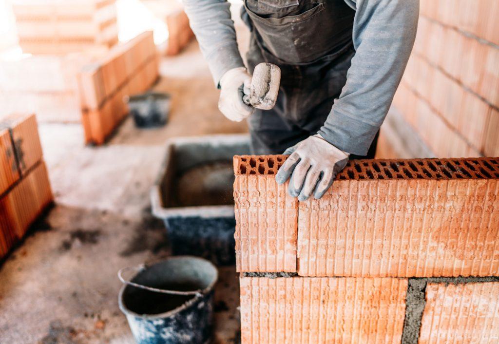Aké stavebné materiály sú vhodné na pasívny dom: stavba domu z keramickej tvarovky s dutinami