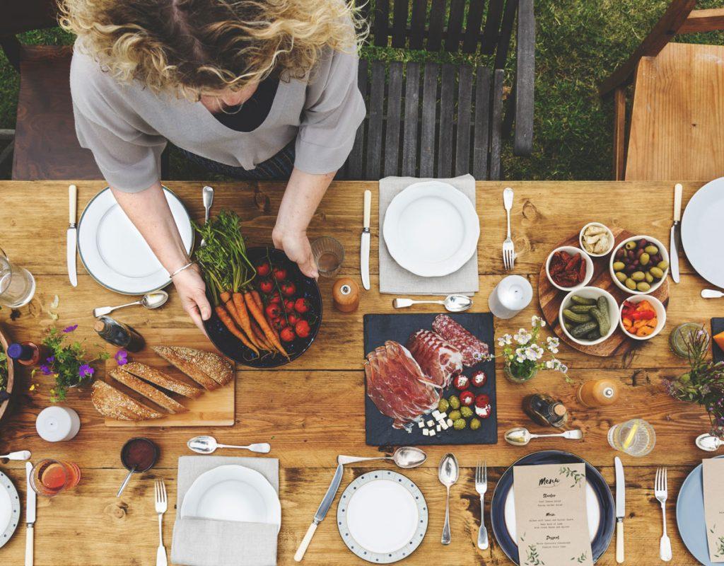 9 praktických pomôcok na servírovanie, s ktorými očaríte nejedného hosťa