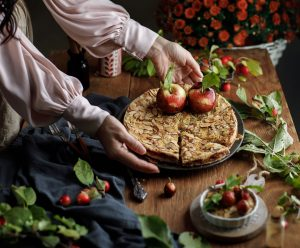 Rozvoňajte si domov šťavnatým jablkovým koláčom s ovsenými vločkami