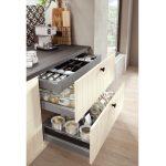 Delené úložné priestory v kuchynských zásuvkách