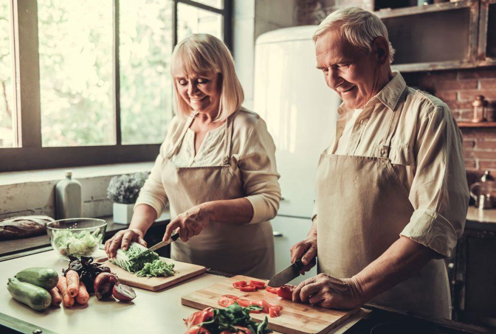 6 typov na zariadenie do kuchyne pre seniorov