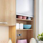 Kuchynská skrinka s roletkou na zakrytie menších spotrebičov a riadov
