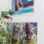 Ručne maľovaný obraz s motívom kamzíkov slúžiaci aj ako hodiny a abstraktný obraz