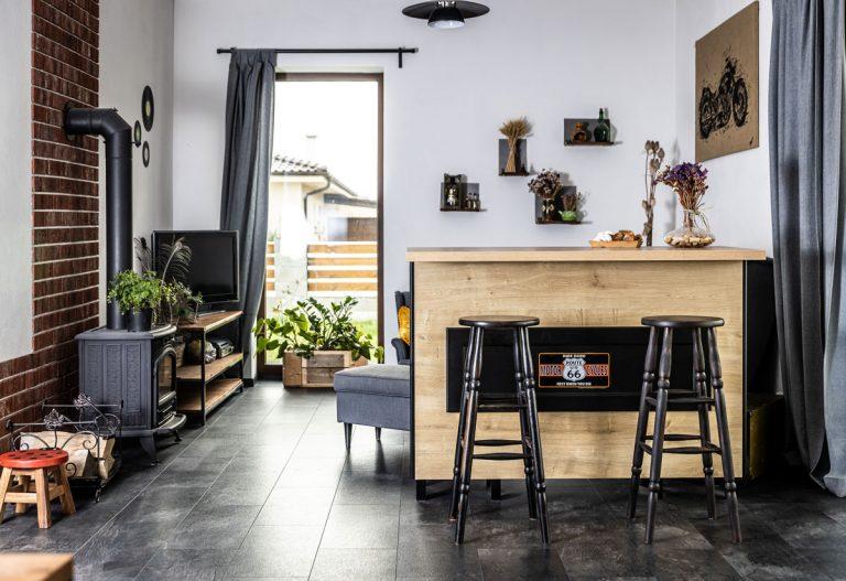 Najobľúbenejšie interiéry roka 2020: dom v industriálnom štýle s motorkárskymi prvkami