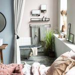 Interiérové trendy roka 2021: Pohľad do vidieckej kúpeľne so starožitnou plechovou vaňou