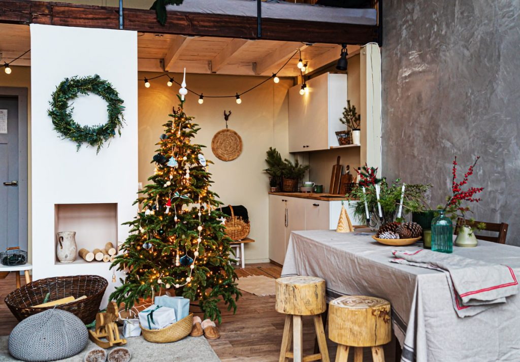 16 tradičných aj trendy nápadov, ako si sviatočne vyzdobiť interiér